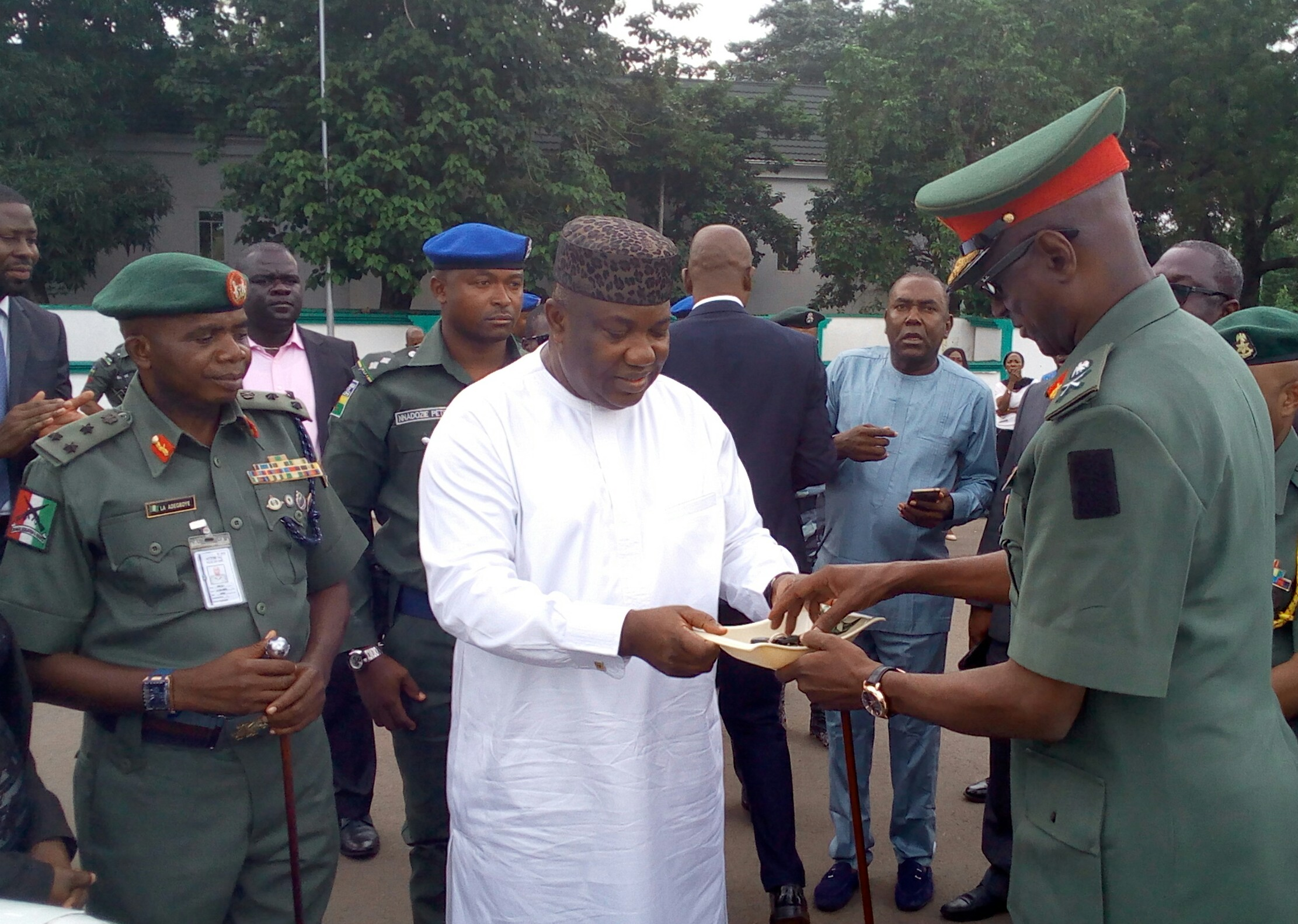Gov. Ugwuanyi presenting the vehicles to Major Gen. Adamu Abubakar