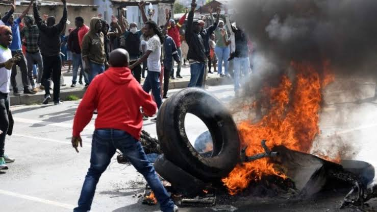 Protests spread, 125 arrested, police guard embassies, MTN